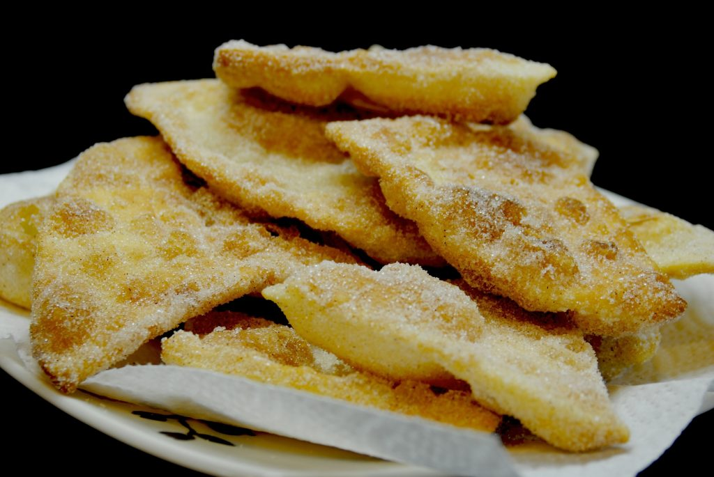 Buñuelos with sugar and cinnamon